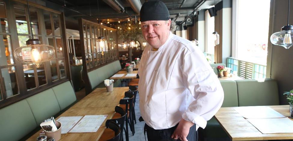 Anders Wentin työympäristössään ravintolassa