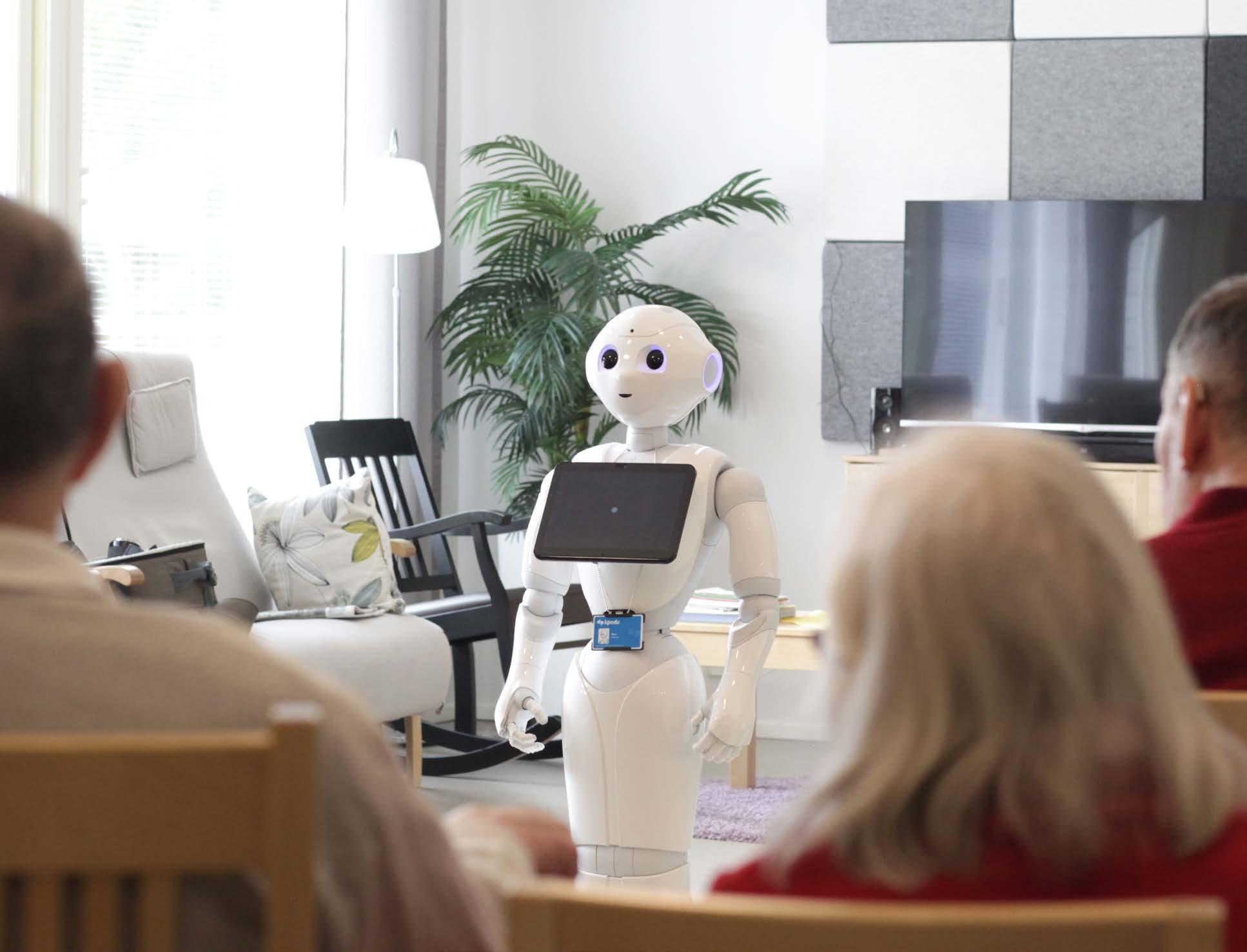 Kuvassa Onni-robo vierailulla Attendon hoivakodissa